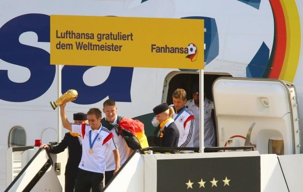 Achtung, Achtung, hier grüßt ihr Kapitän: Lufthansa-Flug LH 2014 ist in Berlin-Tegel gelandet