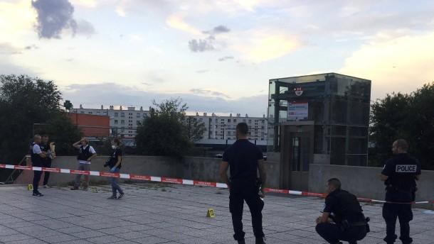 Ein Toter und acht Verletzte nach Messerangriff