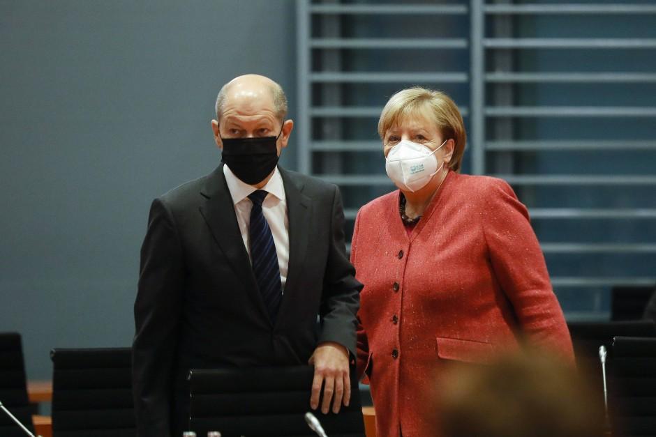 Bundeskanzlerin Angela Merkel und Bundesfinanzminister Olaf Scholz bei einem Kabinettstreffen.