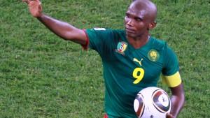 Volker Finke verzückt Kamerun