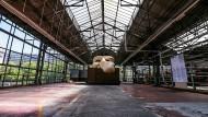 """Die Belgier halten nichts von der gerade neu eröffneten Centre Pompidou-Filiale in Brüssel - daran kann auch Sophie Perez' and Xavier Boussirons Werk """"Boboorg-La -Raine"""" nichts ändern."""