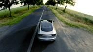 """Bitte in der Spur bleiben! Das nächste Modell von Tesla, der """"Model 3""""."""