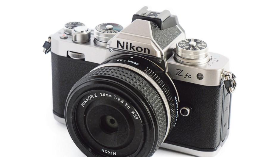 Enttäuschend:               Nikon Z fc mit 28-mm-Objektiv