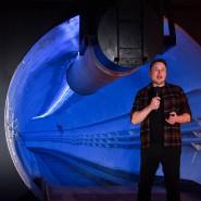 """Das Weltall ist nicht genug: Elon Musk bei der Eröffnung des Testtunnels seiner """"Boring Company"""" im Dezember 2018 in Hawthorne nahe Los Angeles"""