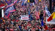 Wollen Bidens Sieg nicht wahrhaben: Trump-Unterstützer am Mittwoch in der Nähe des Weißen Hauses in Washington