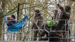 Aktivisten errichten neue Barrikaden