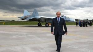 Putin kündigt Aufrüstung der Streitkräfte an