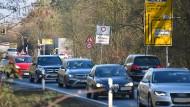 Staugefahr: Der Engpass auf der Bundesstraße 486 ist lange bekannt, passiert ist seit Jahrzehnten nichts.