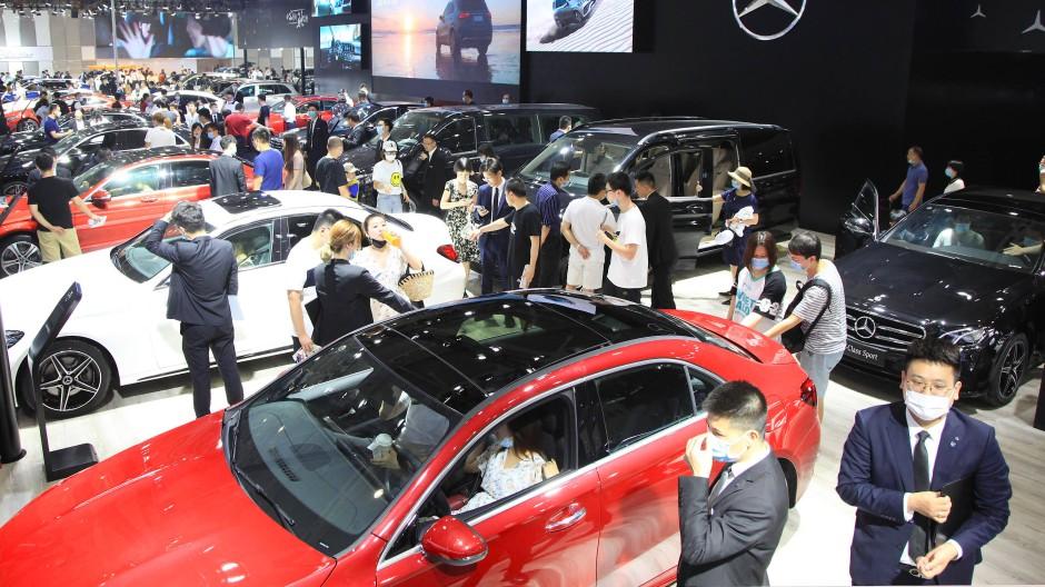 Der Daimler-Stand während der Automesse in Nanjing im Juli erfreute sich unter den Besuchern größter Beliebtheit.