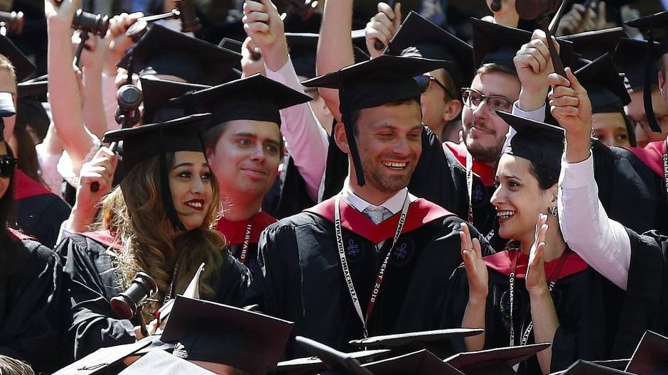 Elite-Unis klagen gegen Ausweisungen ausländischer Studenten