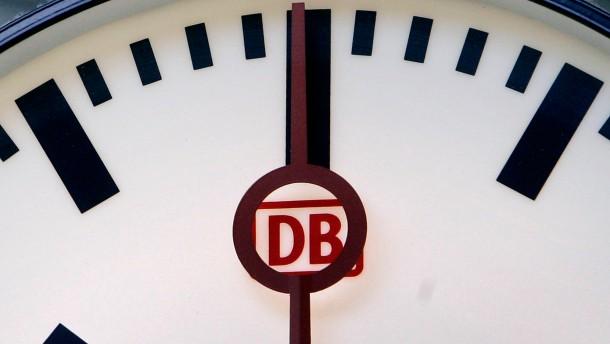 Bahnhofsuhren uneins - Fahrgäste irritiert