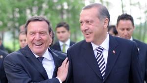 """Schröder als """"besonderer Freund"""" zu Erdogans Party geladen"""