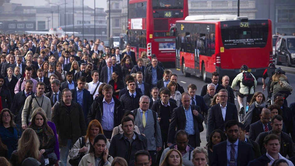 Pendler auf der London Bridge