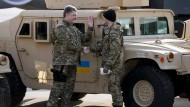 Geländewagen kommen in Ukraine an