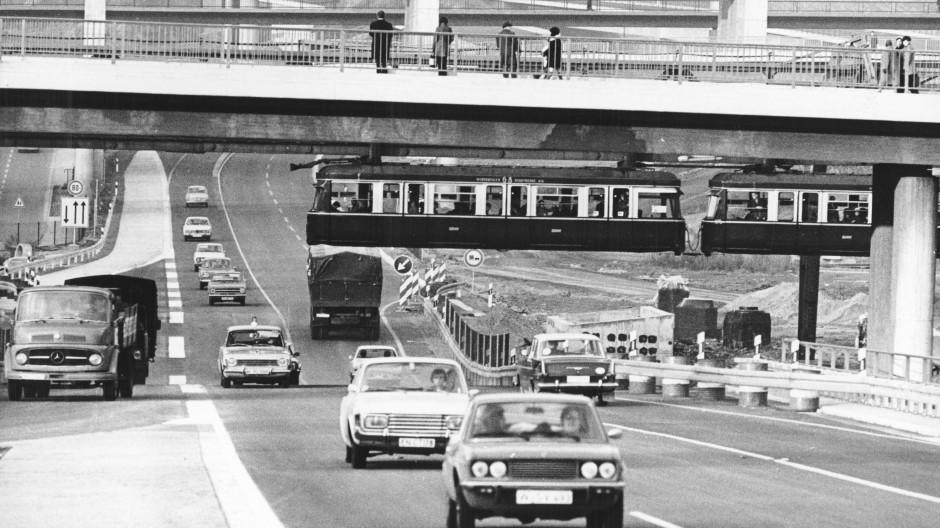 Kein Moloch, sondern Miteinander: Die Bundesautobahn 201 galt mit ihrer Fertigstellung im Jahr 1972 als Gewinn für die Stadt Wuppertal.
