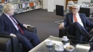 Freundliche Gesten zur strikten Haltung: Johnson trifft Steinmeier in Berlin