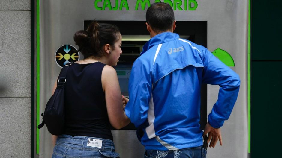 Nach dem Hilfsantrag von Bankia haben viele Spanier das Vertrauen verloren