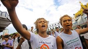 Polizei schlägt Aufstand in Kupfermine nieder