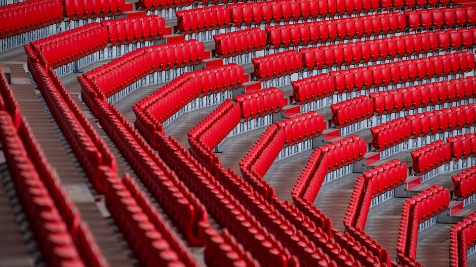 Leere Ränge: Viele Fußballvereine sorgen sich nicht nur wegen der finanziellen Einbußen um die Auslastung der Stadien.