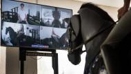 Haltung bewahren: In Langenselbold lässt sich auf einem Reitsimulator der richtige Sitz auf dem Pferd üben.