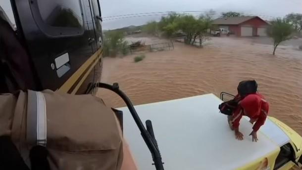 Helikopter-Rettung aus Flutgebiet