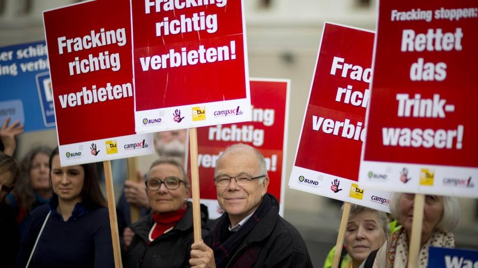 Die Rentner haben den Protest übernommen, wie hier auf einer Anti-Fracking-Demonstration. Doch sie verderben das Meinungsklima
