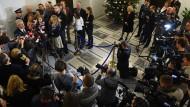 Kompromissbereit? Der polnische Senatspräsident Stanislaw Karczewski äußert sich am Montag nach einem Krisengespräch mit Journalisten zu den Zugangsregeln.