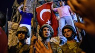 Soldaten am Taksim-Platz in Istanbul