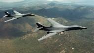 Langstreckenbomber des Typ B-1B bei einem Flug über Wyoming