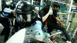 Flughafen nach gewaltsamen Protesten wieder offen