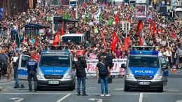 Tausende protestieren gegen rechte Demo