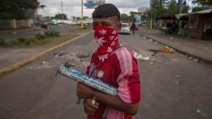 Zahl der Toten bei Protesten auf 100 gestiegen