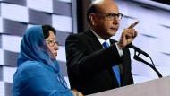 Haben ihren Sohn im Irakkrieg verloren: Khizr Khan und seine Frau Ghazala beim Parteitag der Demokraten.