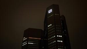 Fitch droht Deutscher Bank  mit schlechterem Rating