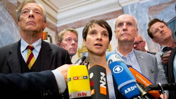 AfD-Funktionäre greifen Petry nach Treffen mit Muslimen an