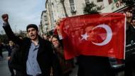 """Nach der Übernahme der regierungskritischen Zeitung """"Zaman"""" kam es zu Protesten in Istanbul."""