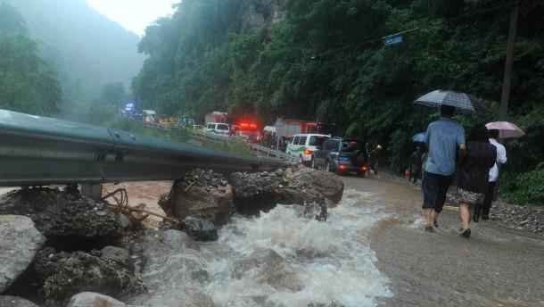 Mehr als 50 Tote bei Unwettern in Sichuan