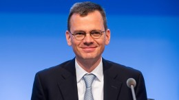 Airbus wirbt Infineon-Finanzchef Dominik Asam ab