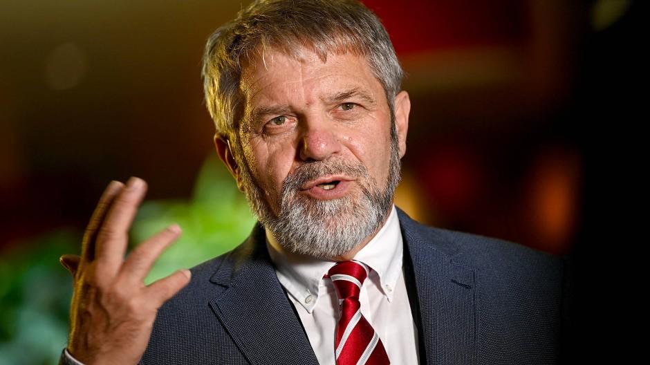 Ulrich Mädge, SPD-Politiker, Lüneburger Oberbürgermeister und Verhandlungsführer der Kommunen für die Tarifrunde im Öffentlichen Dienst von Bund und Kommunen