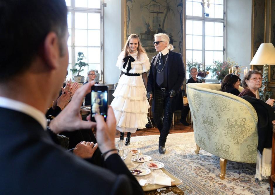 Cara Delevingne Chanel Karl Lagerfeld