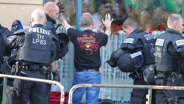Verletzte Polizisten bei Rechtsrockkonzert