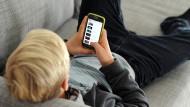 Einen Smartphone-Vertrag abschließen: Das trauen sich die meisten noch zu.