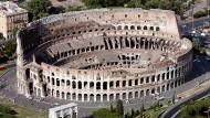 Das Kolosseum in Rom - Vorbild für die Fußballarenen. Geht es ihnen aber auch um Brot und Spiele?