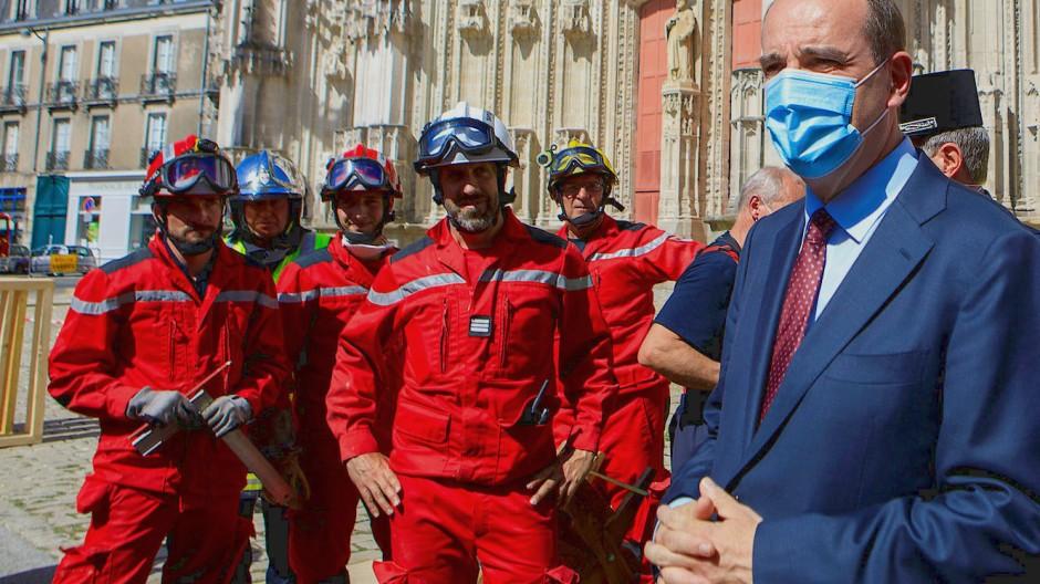 Der französische Premierminister Jean Castex besuchte am Samstagnachmittag die Brandstelle.