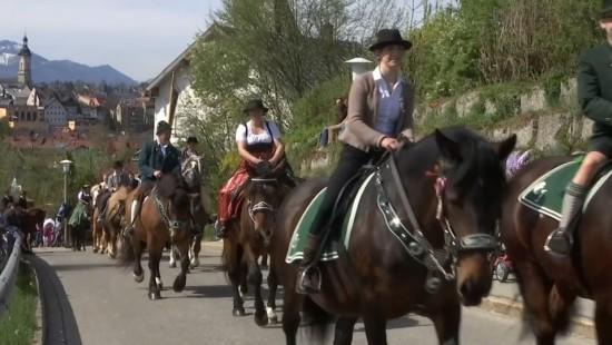 Traditionelles Osterreiten in Bayern