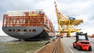 Mehr als 23.000 Standardcontainer kann das Schiff transportieren.