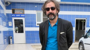 Yücel fordert fairen Prozess und greift Erdogan an