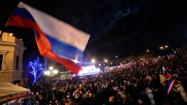 Bewohner der Krim feiern am 16. März in Simferopol die Loslösung von der Ukraine.