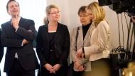 In bester Gesellschaft: Merkels Beraterin Eva Christiansen (rechts) mit Regierungssprecher Steffen Seibert (links), und Beate Baumann (2. von rechts)