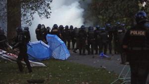 Erste Zusammenstöße zwischen G-7-Gegnern und Polizei
